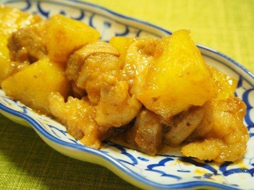 ムーオップサッパロット(豚肉とパイナップルの炒り煮)