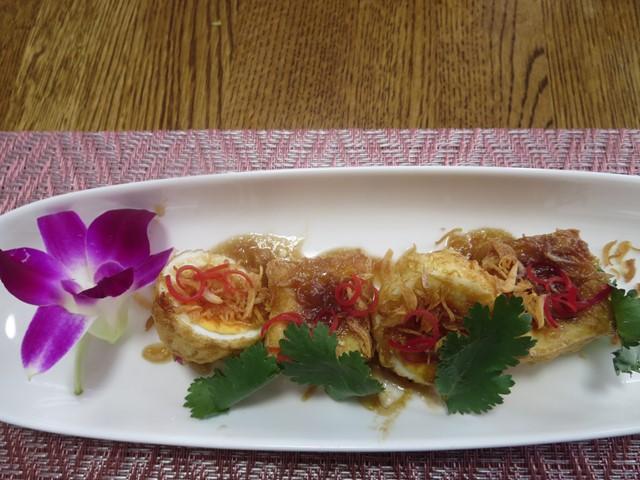 カイルーククイ(揚げ卵のタマリンドソース)