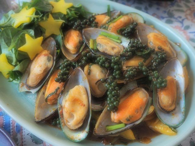 ムール貝のナムプリックパオ炒め